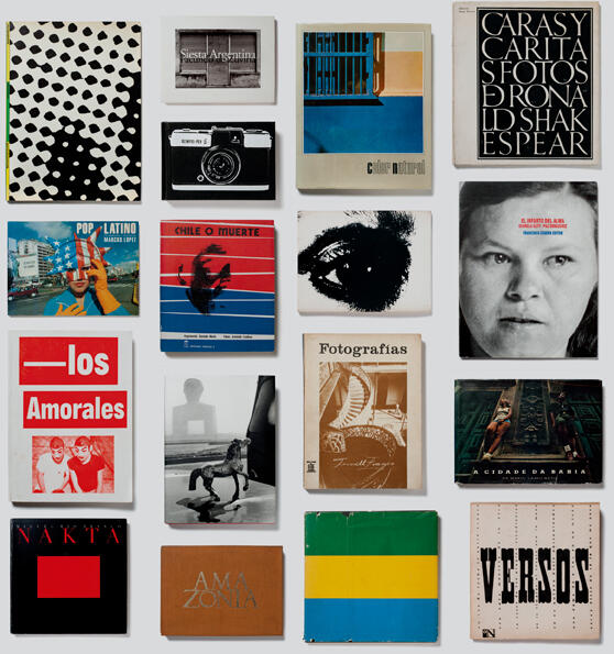"Mosaic of book covers featured at ""foto/gráfica""."