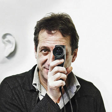 Chema Madoz in converation with journalist Antonio San José at Fundación Juan March