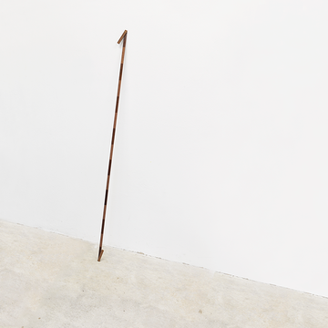 Gerardo Goldwasser, Medidas rígidas [Rigid Measures], 2015. Wood and varnish, 100 cm. long / Madera y barniz, 100 cm, largo.